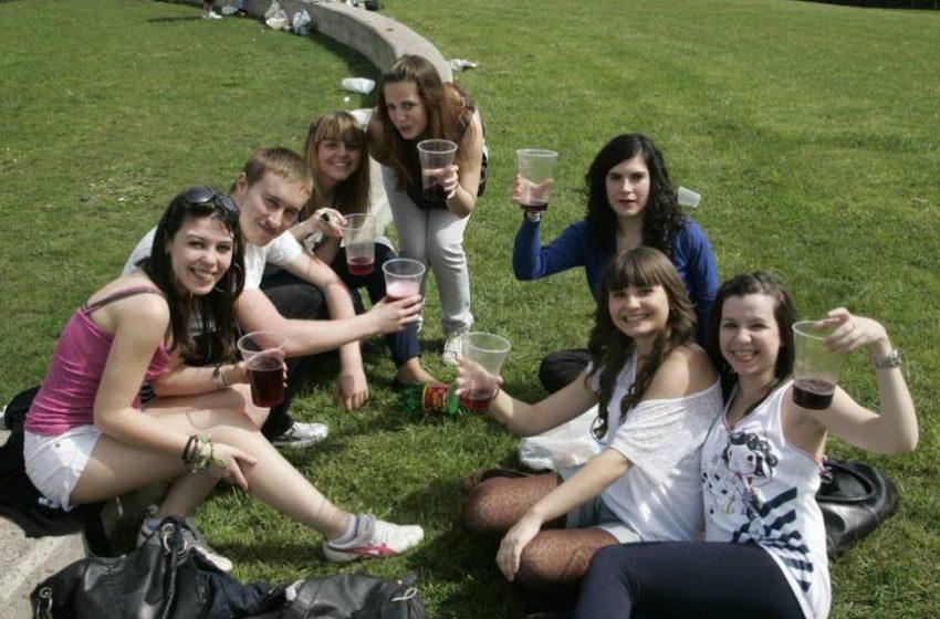 La permisividad familiar y la baja autoestima causas del alza del alcohol entre adolescentes