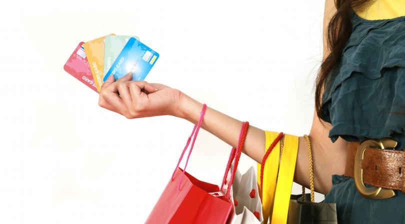 Compras con tarjeta de crédito desatan en el cerebro una reacción como la de la cocaína, según estudio