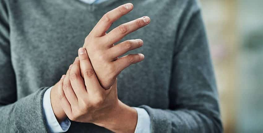 El humo del tabaco de los padres aumenta el riesgo de artritis reumatoide en los hijos